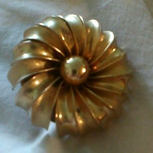 Jewelry - Vintage huge layered flower pin